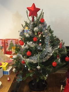毎年恒例のIKEAの生木ツリーです。11月30日から発売を開始したので、さっそく買ってきました。これから1か月の間、家族の仲間入りです。